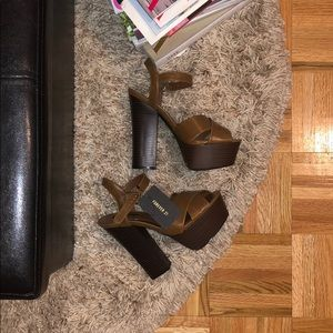 Tan Brown Platform Heels Sandals Fall Outfit